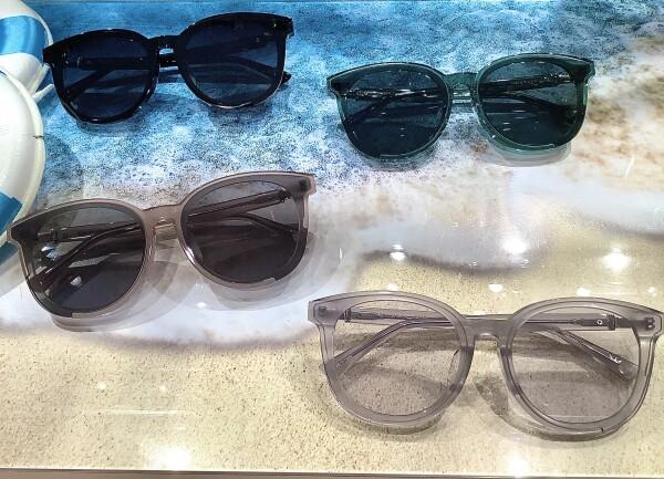 夏にぴったりなサングラスの新作が入荷しました!!
